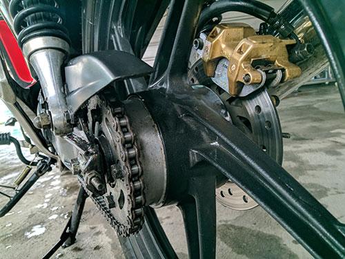 velg belakang motor