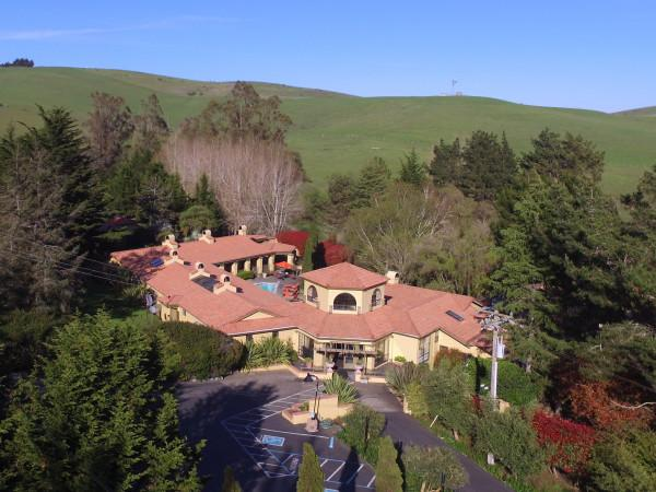 The Sonoma Coast Villa is a boutique hotel located in Sonoma Wine Country. This hotel serves as an ideal corporate retreat or wedding venue. Book today!