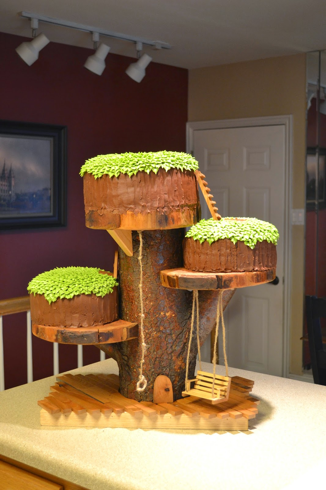 T Cakes Treehouse Cake