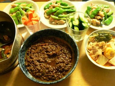 夕食の献立 献立レシピ 飽きない献立 インゲンはペペロンチーノ 野菜スティック 辛鍋 カレー