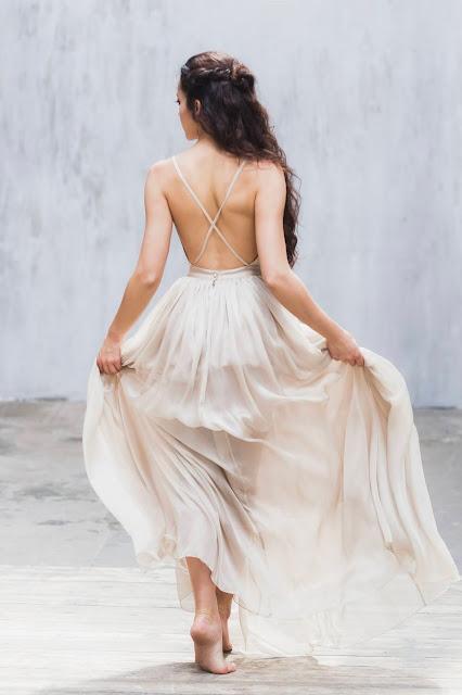 une robe de mariée fluide et dos nu @ Fanny Liautard