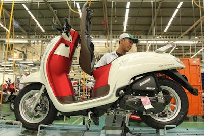 Honda Scoopy Warna Merah - Putih