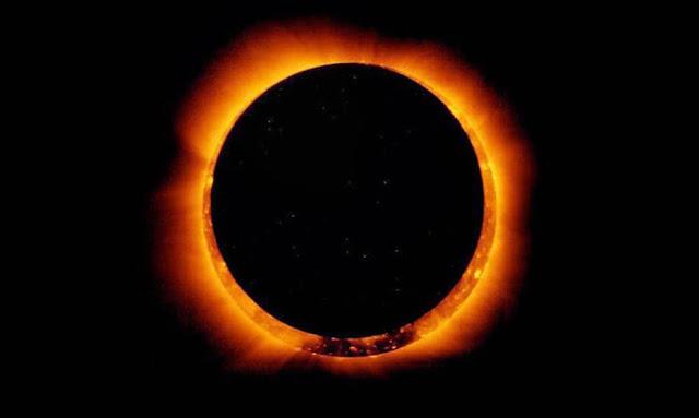 """كسوف الشمس """"حلقة النار"""" تتلألأ في السماء أفريقيا و آسيا"""