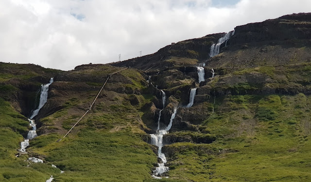cascading waterfall - the traditional project approach
