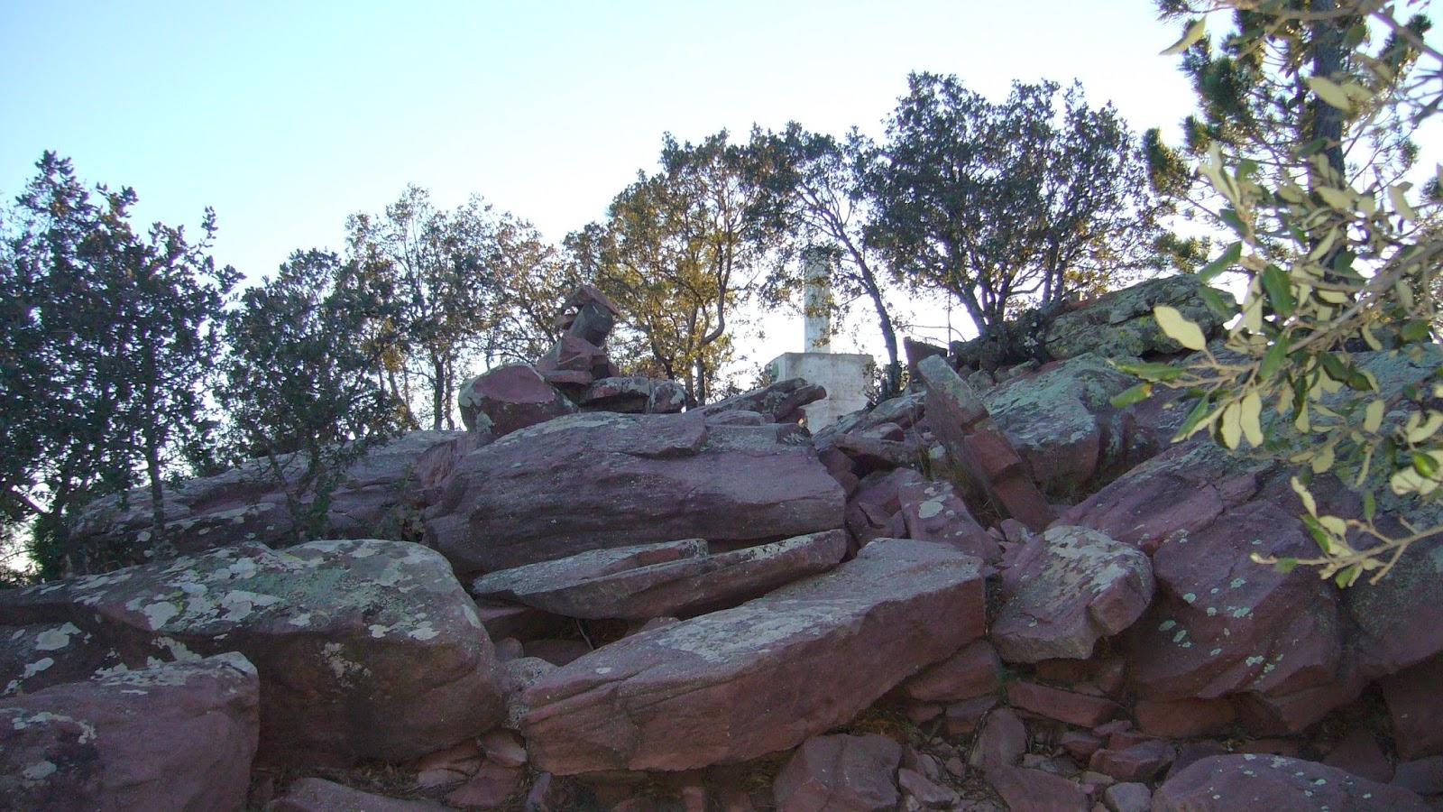 Rocas de ródeno subiendo a la cima del Gorgo, Gátova.