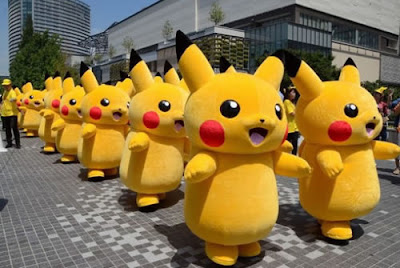 Pikachus andam pelo distrito de Minato Mirai no dia 9 de agosto