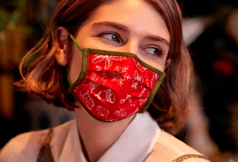 Özel desen ve renkleriyle yılbaşı ruhunu maskelere taşıdı
