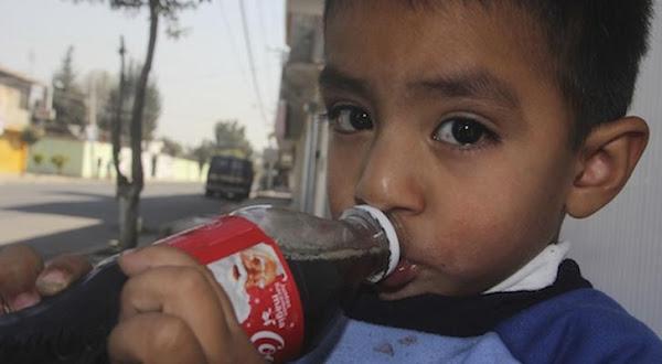 Tras nuevo etiquetado Coca-Cola revela que su refresco SIN AZUCAR contiene químico dañino.