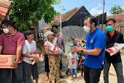 Bantu Krisis Dampak Covid-19, Pengurus Partai NasDem Karawang Bagi-Bagi Sembako di Adiarsa