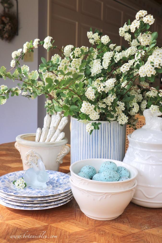 Choose from dogwood trees, pear trees, wild plum trees, bridal wreath spirea to create a grandiose white flower arrangement