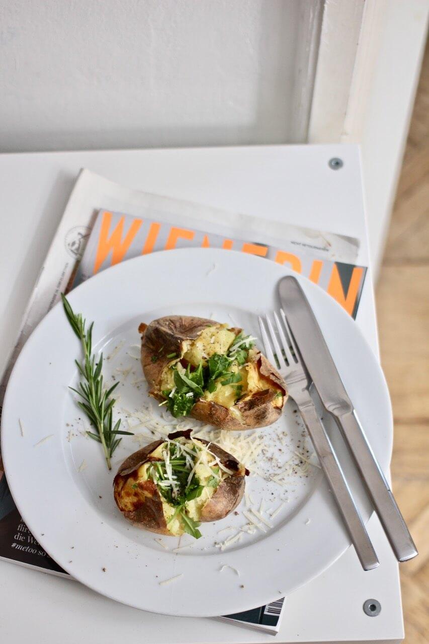 Ofenkartoffeln mit Salatfüllung Rezept