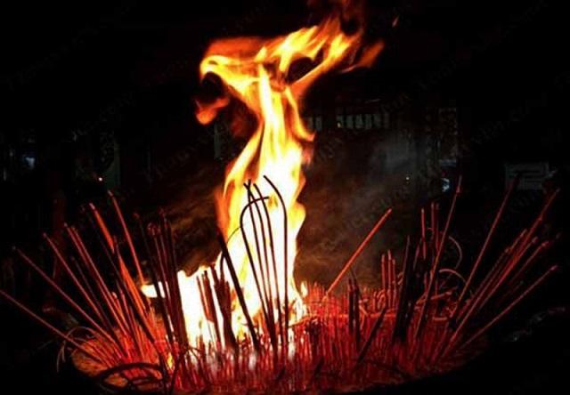 Bát hương bốc cháy là điềm lành hay dữ, tốt hay xấu?