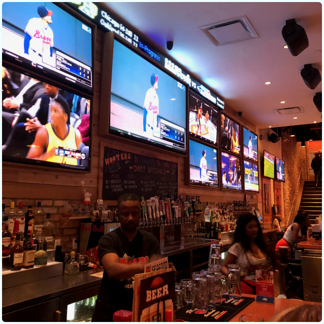 Hooters, New York
