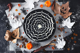 Recipe for chocolate cheesecake decorated like a big spider web