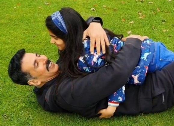 अक्षय कुमार ने बेटी नितारा का मनाया 8वां जन्मदिन, तस्वीर शेयर कर लिखी यह बात