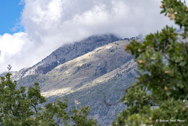 Riviera Albanesa, montañas - Himara, Albania por El Guisante Verde Project