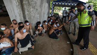 Hasil Survei Indikator: Alarm Telah Berbunyi, Mayoritas Masyarakat Nyatakan Aparat Semen-mena Tangkap Orang