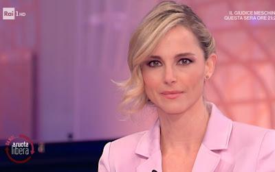 bellissima conduttrice Francesca Fialdini abbigliamento rosa 21 marzo