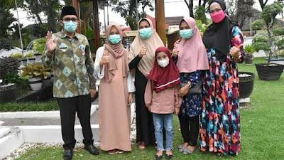 Erina Yanti Sumringah Dapat Bantuan Bedah Rumah dari Pemko Padang