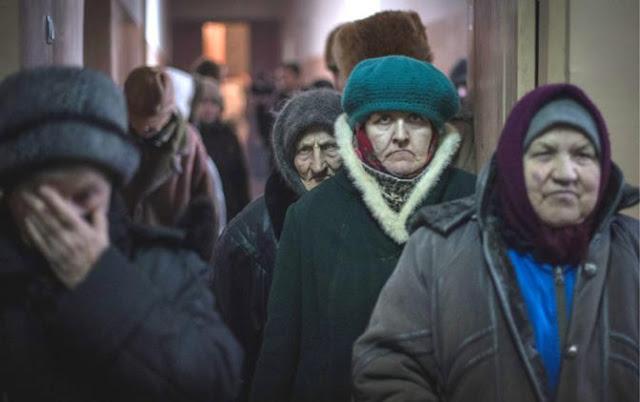Как живется украинским старикам, пока молодые бунтуют