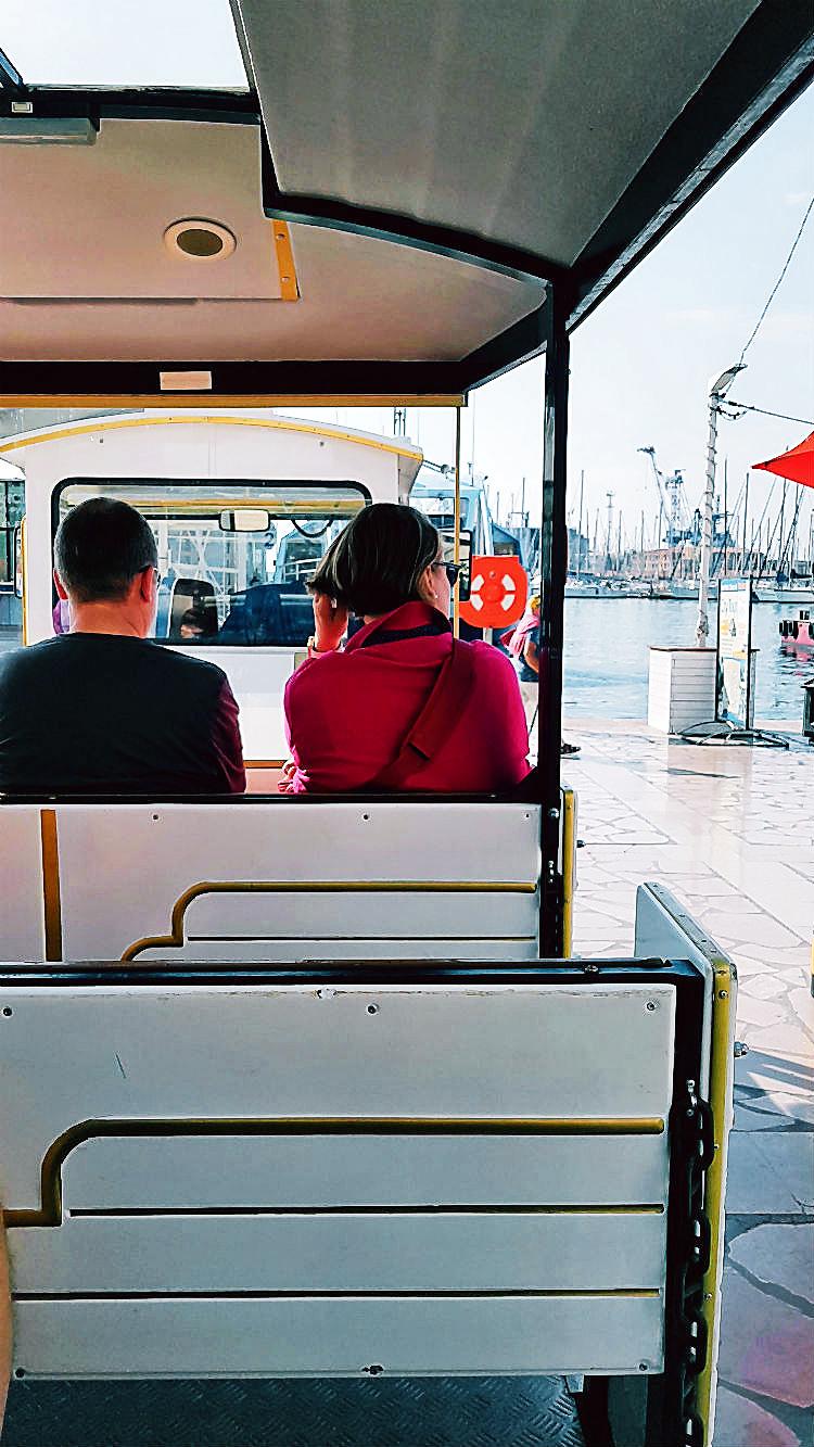 Mit der Touristenbahn vom Hafen aus durch Toulon zur Besichtigung der Sehenswürdigkeiten | Ein Spaziergang durch die Altstadt von Toulon (Reisebericht im Rahmen einer Kreuzfahrt mit der Mein Schiff 5 von Tui Cruises) | Arthurs Tochter kocht. Der Blog für food, wine, travel & love