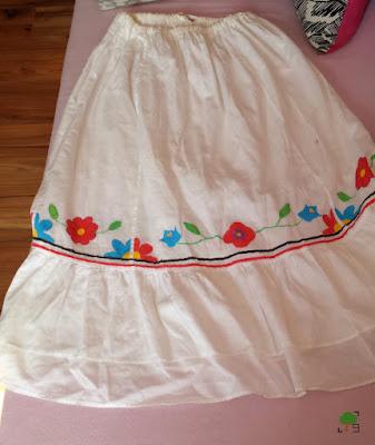 biel, kwiaty, DIY, przerabianie ubrań, słowiańsko, czerwony i niebieski