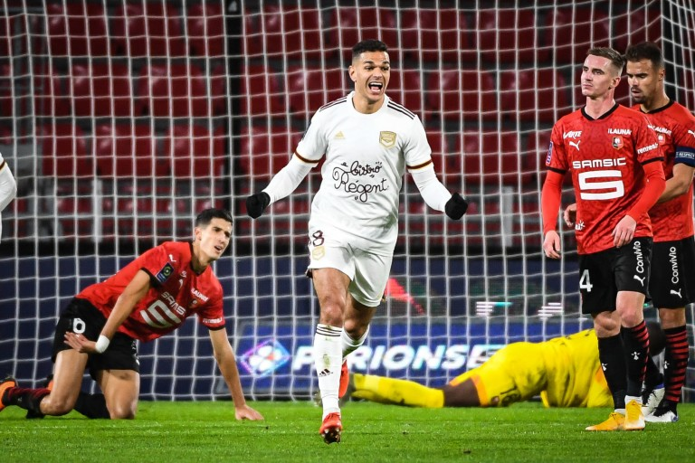 FOOTBALL - Bordeaux: Jean-Louis Gasset greets Ben Arfa after Stade Rennes