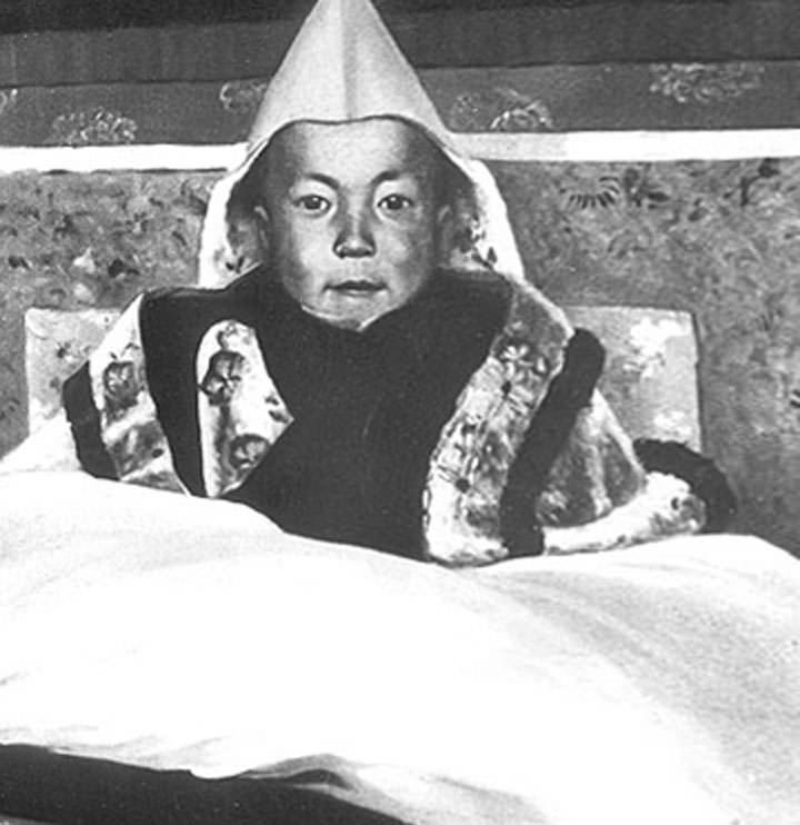 Ο 14ος Δαλάι Λάμα, στην τελετή ενθρόνισης του, 22 Φεβρουαρίου 1940 στη Λάσα