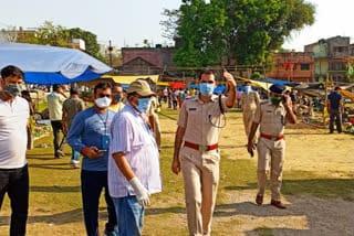 police-on-road-for-social-distancing-jamshedpur