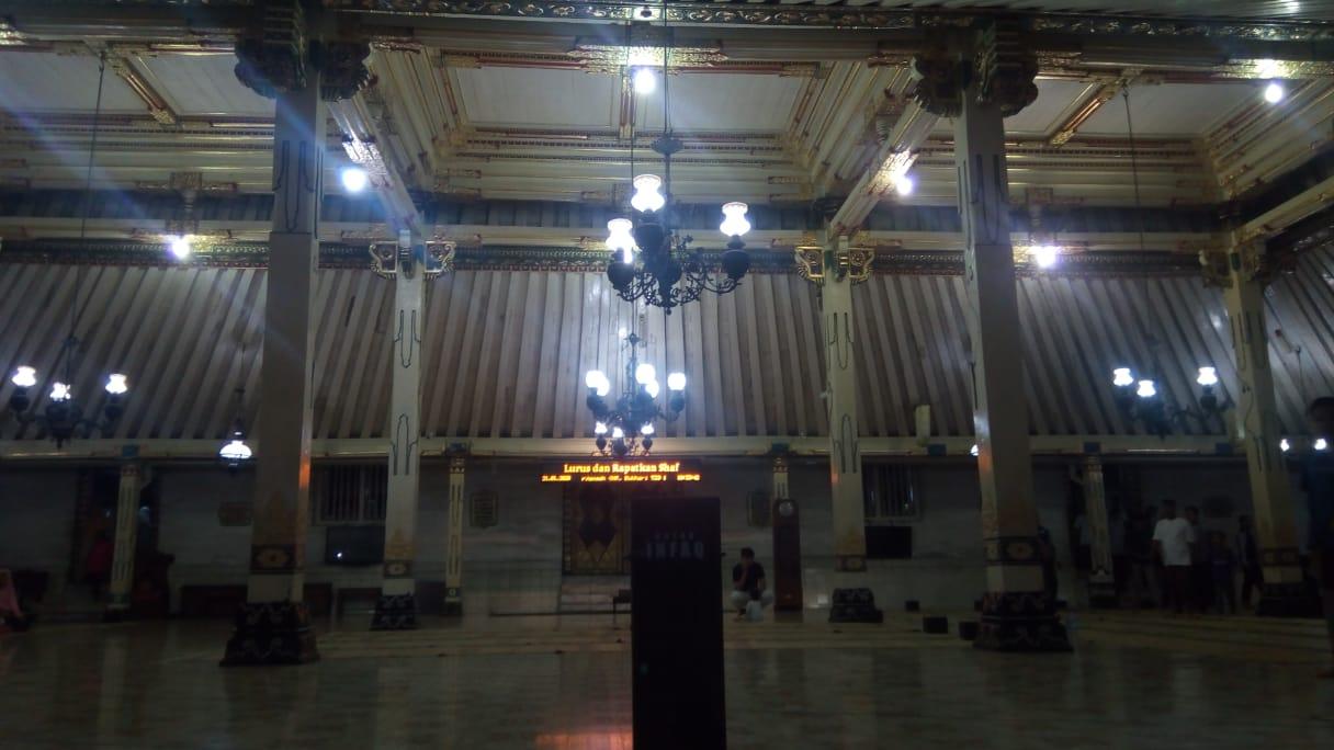 dalam masjid gedhe kauman