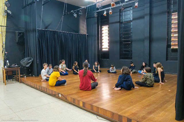 Interior do Centro Estadual de Capacitação em Artes Guido Viaro - curso de teatro