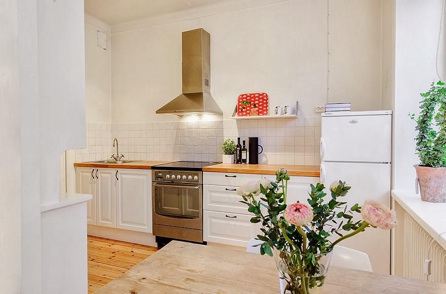 Radosne mieszkanko typu studio, wystrój wnętrz, kuchnia, biała kuchnia, kitchen, wnętrza, urządzanie domu, dekoracje wnętrz, aranżacja wnętrz, inspiracje wnętrz,interior design , dom i wnętrze, aranżacja mieszkania, modne wnętrza, małe wnętrza, kawalerka, małemieszkanie, białe wnętrza, styl skandynawski