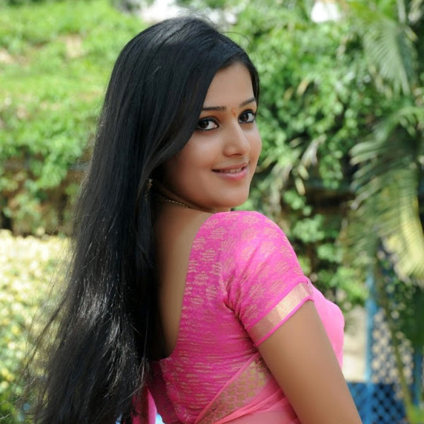 Samskruthy Shenoy hot photos in saree