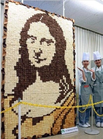 Student Of Japanese Culinary School Recreate Mona Lisa Painting Using Over 2000 Bread Slices