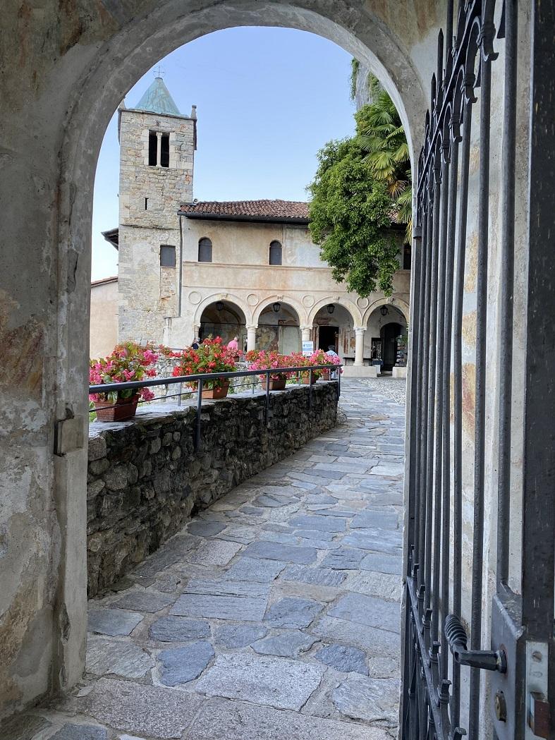Ingresso all'Eremo di Santa Caterina del Sasso