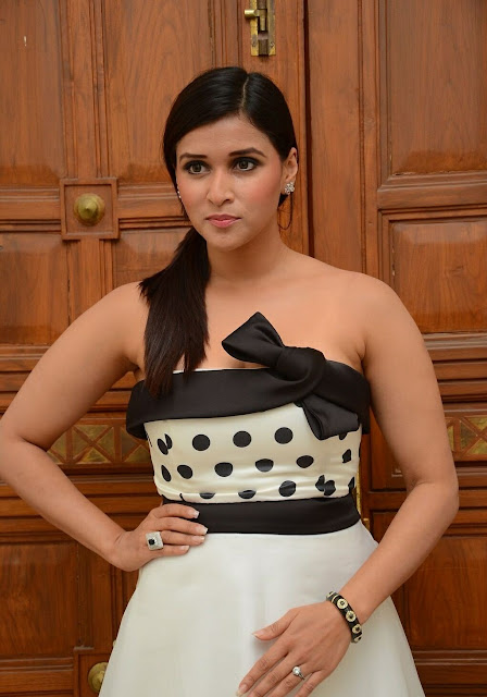 Mannara Chopra  IMAGES, GIF, ANIMATED GIF, WALLPAPER, STICKER FOR WHATSAPP & FACEBOOK