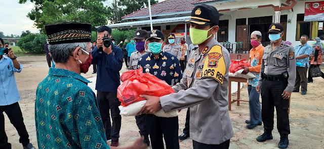 Tim gugus tugas penanganan Covid-19 Kabupaten Tulangbawang, kembali membagikan sembako
