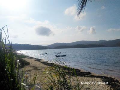 Com mar de águas calmas, é o lugar perfeito para apreciar o pôr-do-sol!