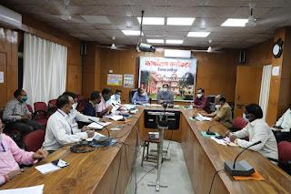 कलेक्टर विभिन्न योजना में हितग्राहियों को लाभ दिलाने हेतु बैंकर्स की बैठक आयोजित
