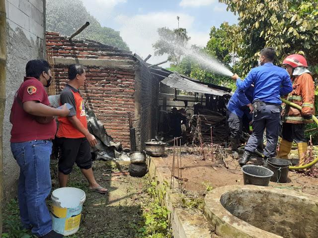 Akibat Tungku Belum Sepenuhnya Padam, Rumah di Bojongsari Terbakar
