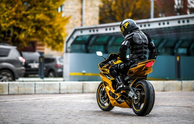 Sportbike Yamaha R6 Gold Chrome Batman 007