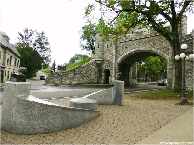 Monumento con los Bustos de Churchill y Roosevelt en la Ciudad de Quebec
