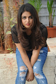 Wamiqa Gabbi stylish photo shoot-thumbnail-6