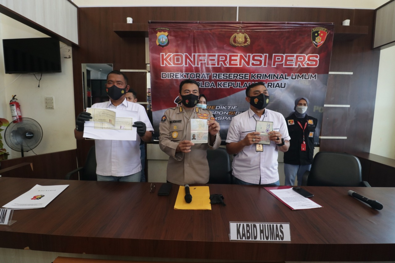 Seorang Wanita Pelaku PMI Secara Ilegal Diringkus Oleh Subdit IV  Ditreskrimum Polda Kepri