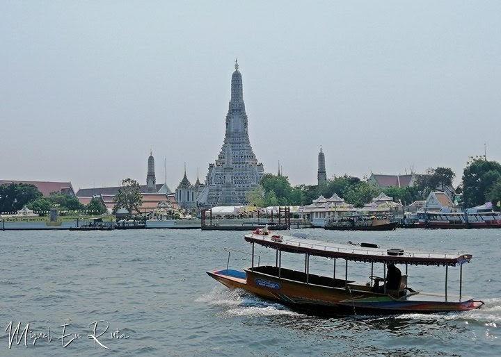 Cruzando-Chao-Praya-Wat-Arun