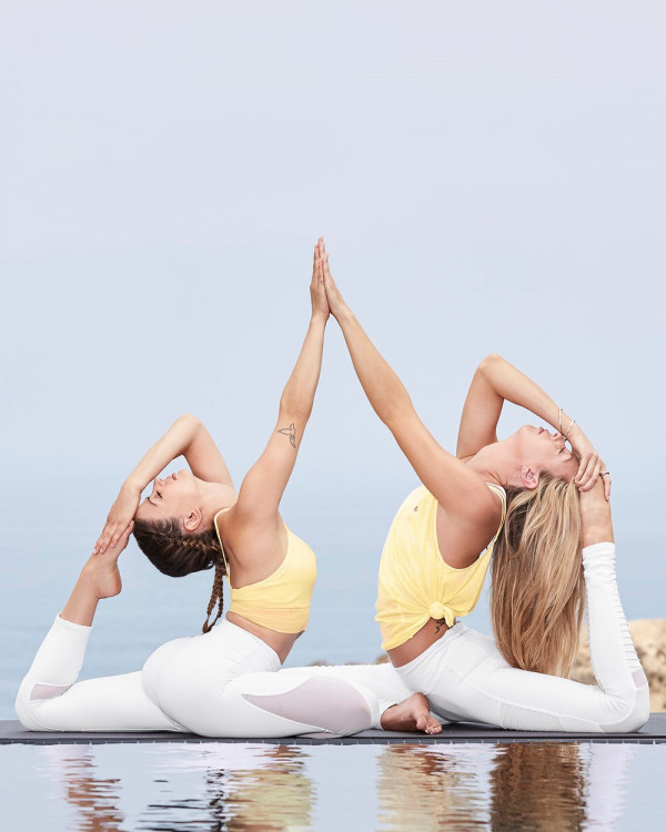 Giảm đau lưng hiệu quả bằng động tác Yoga sau đây