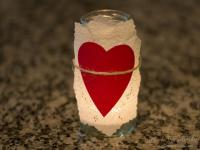 http://www.guiademanualidades.com/portavelas-romanticos-reutilizando-frascos-31054.htm