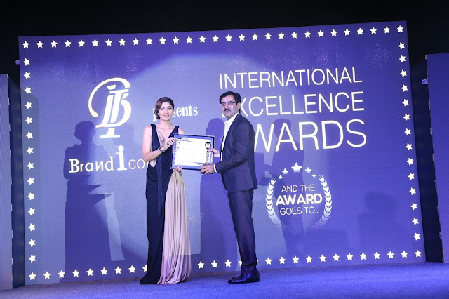 IMC Indian Marketing Company Won the International Excellence Award by Actress Shilpa Shetty