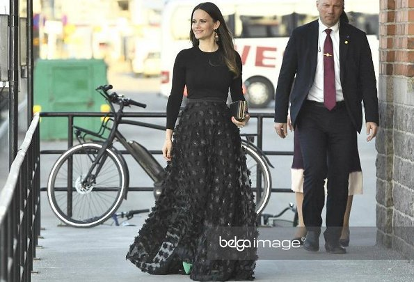 Princess Sofia wore Ida Sjöstedt skirt from AW 2017 Collection. Princess Sofia of Sweden presented Best Participant award of UNDP vårgala in Stockholm