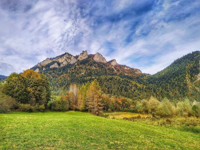 Trzy Korony w październiku, widok na szczyt gór